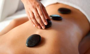 beneficios-da-massagem-com-pedras-quentes